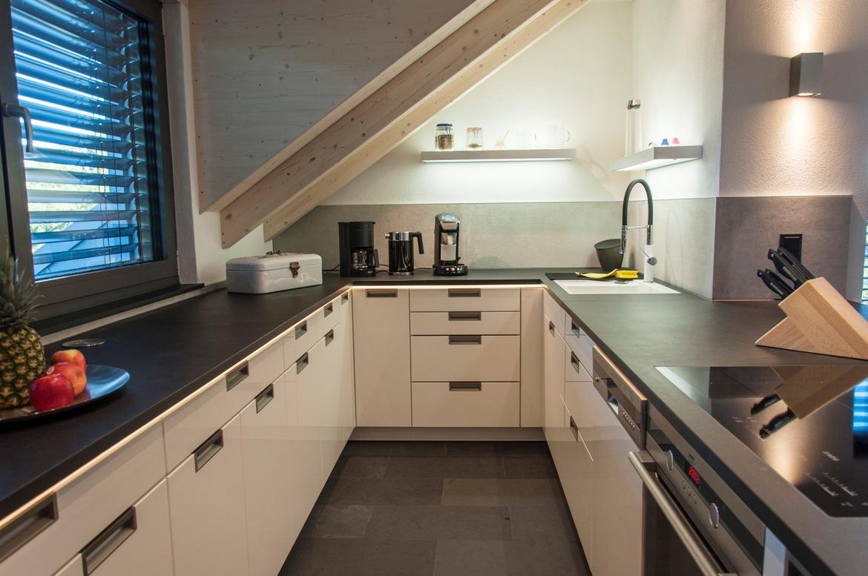 k chenarbeitsplatten aus schwarzem schiefer zeitlos sch n. Black Bedroom Furniture Sets. Home Design Ideas
